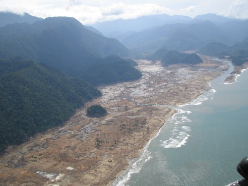 https://i2.wp.com/upload.wikimedia.org/wikipedia/commons/4/44/Tsunami_2004_aftermath._Aceh%2C_Indonesia%2C_2005._Photo-_AusAID_%2810730863873%29.jpg?resize=500%2C375&ssl=1