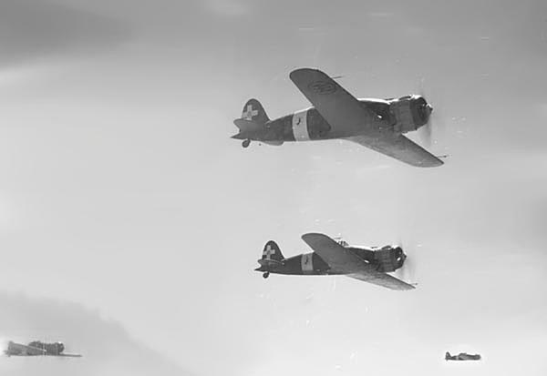 Picture from Wikimedia Commons, taken by the observer of a SM.79
