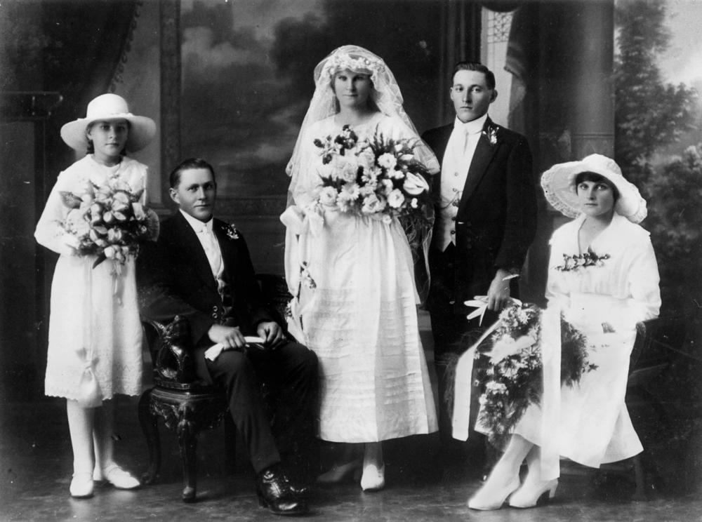FileStateLibQld 2 178891 Wedding Party Of Hermann And