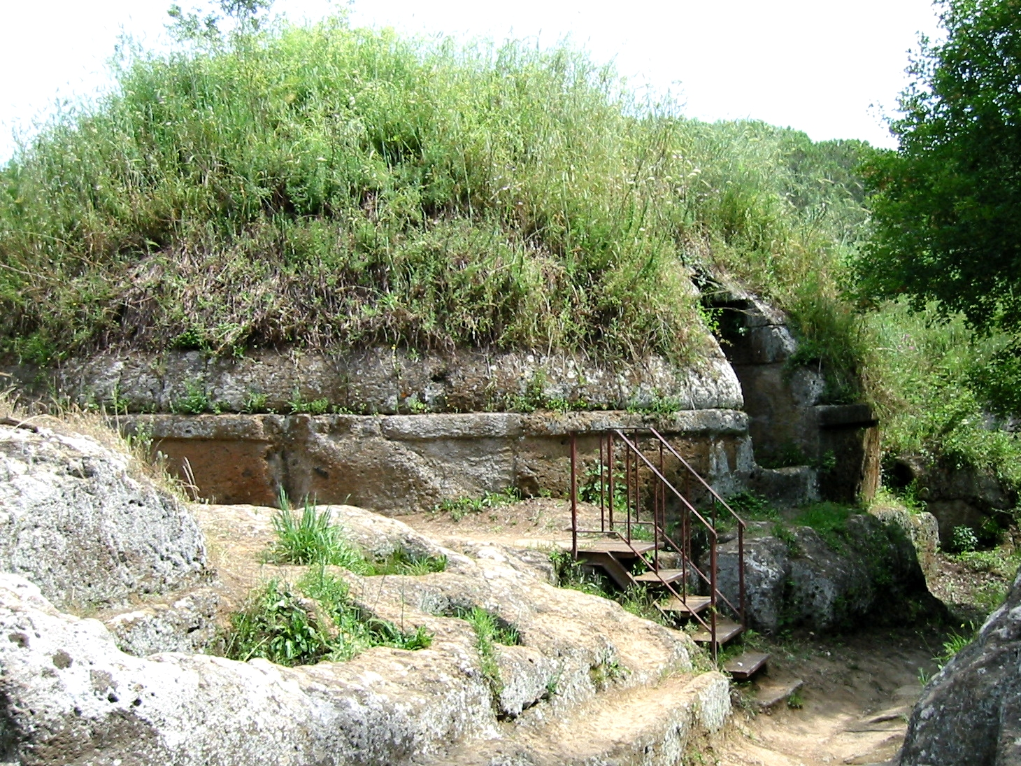 Wikipedia public domain image of a tumulus grave at the necropolis of Banditacci.