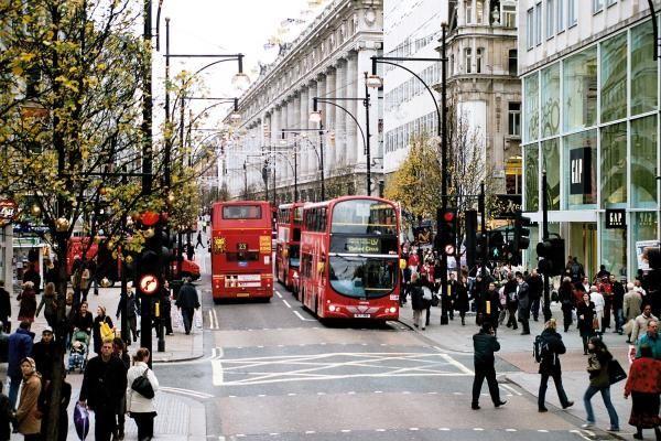 The infamous Oxford Street is also known for its photographic scenery! Source: Wikimedia Commons