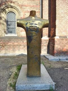 Der Torso an der Westseite der Zionskirche zur Erinnerung an Dietrich Bonhoeffer. Foto: SPKrautkrämer