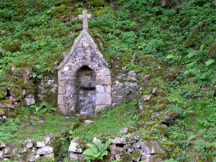 Die Quelle des Heiligen Cenericus in Saint-Céneri-le-Gérei.