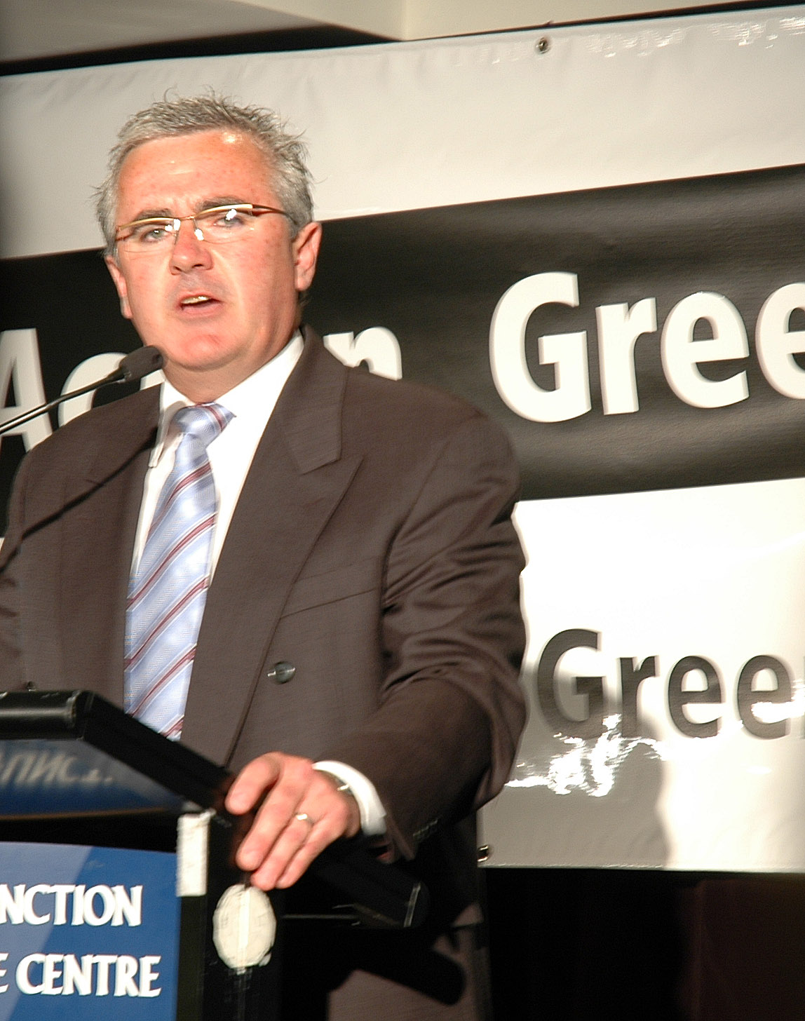 English: Andrew Wilkie speaking at the Greens ...