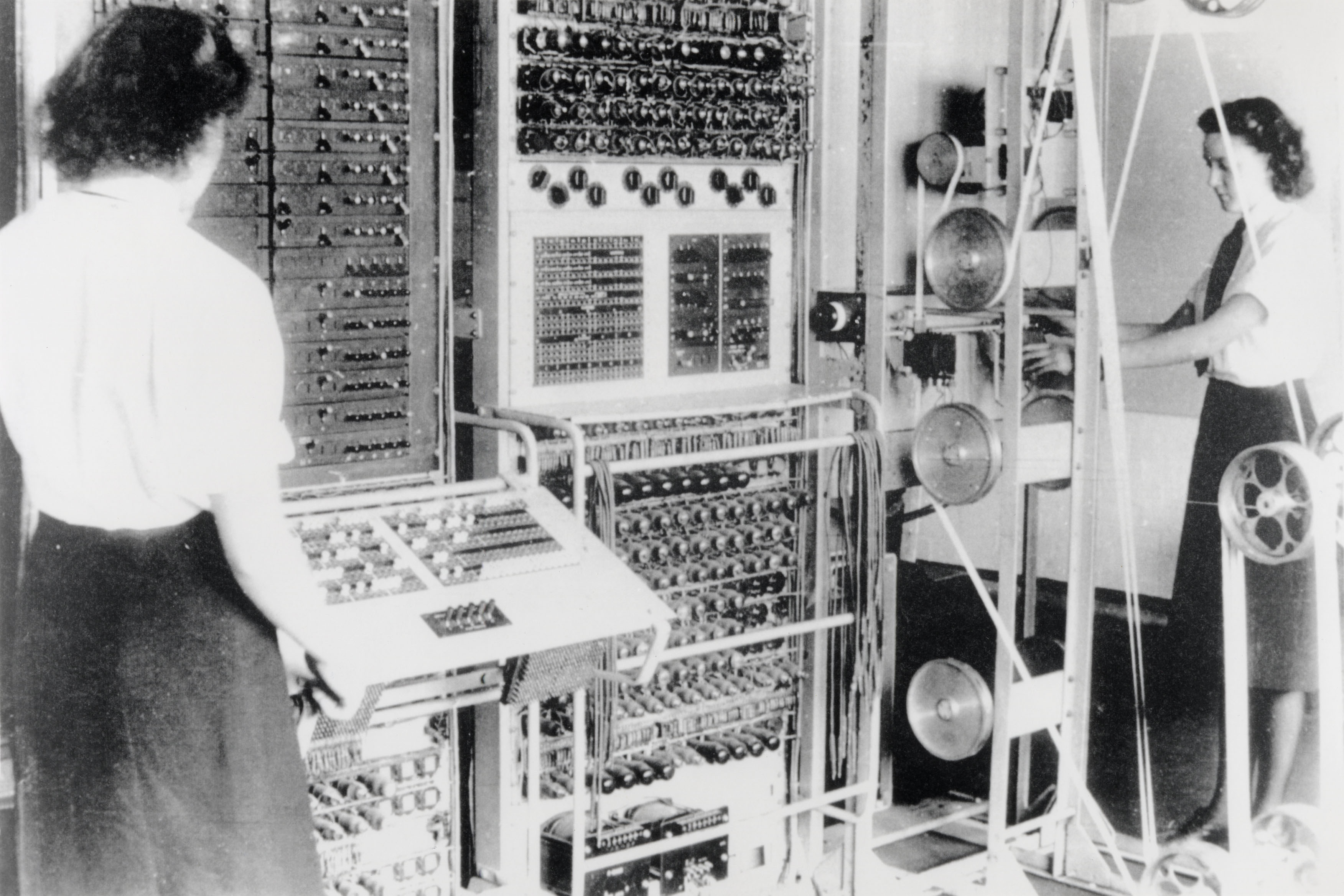 Old photo of 2 women in front of a computer