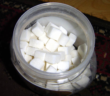 Der weiße Tod, https://i2.wp.com/upload.wikimedia.org/wikipedia/commons/4/4d/Cuboid_sugar.jpg