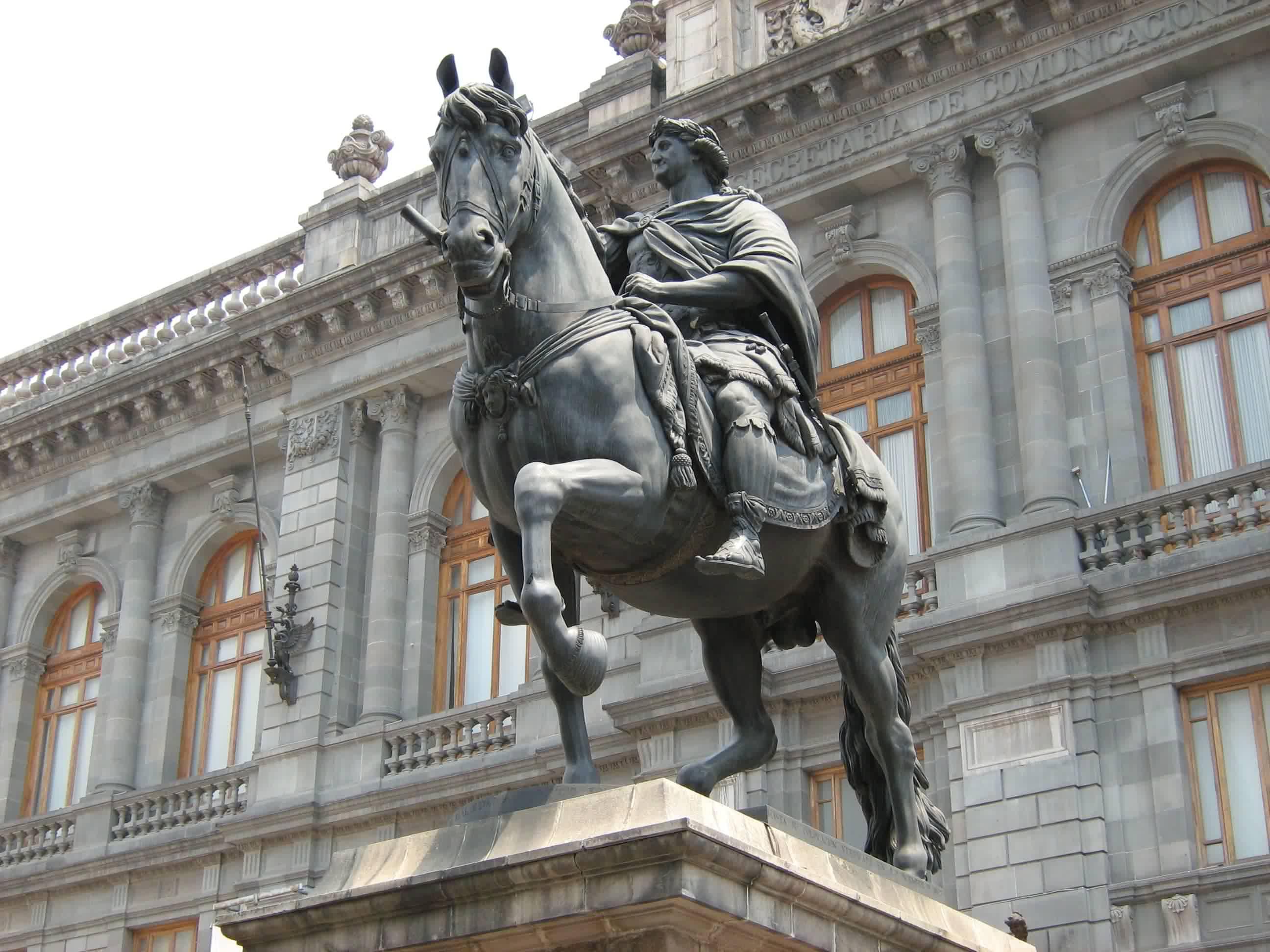 Estatua ecuestre de Carlos IV en la ciudad de México