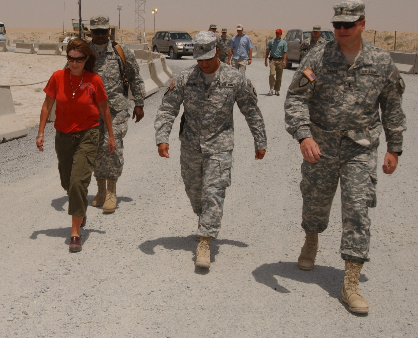 https://i2.wp.com/upload.wikimedia.org/wikipedia/commons/4/4e/Sarah_Palin_Kuwait_1.jpg
