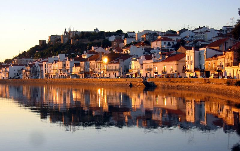 Alcácer do Sal (en arabe : القصر أبي دانس Al-Qaser Abu Danis) est une municipalité (en portugais : concelho ou município) du Portugal, située dans le district de Setúbal et la région de l'Alentejo.