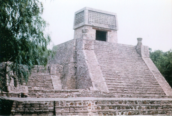 https://i2.wp.com/upload.wikimedia.org/wikipedia/commons/4/4f/Pyramid_of_Santa_Cecilia.jpg