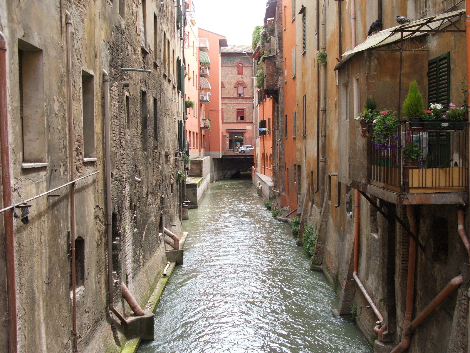 https://i2.wp.com/upload.wikimedia.org/wikipedia/commons/5/50/Bologna-Canale_a_San_Vitale-DSCF7127.JPG