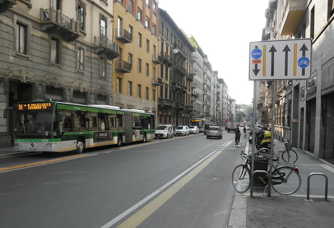 Milano_via_Carducci.JPG
