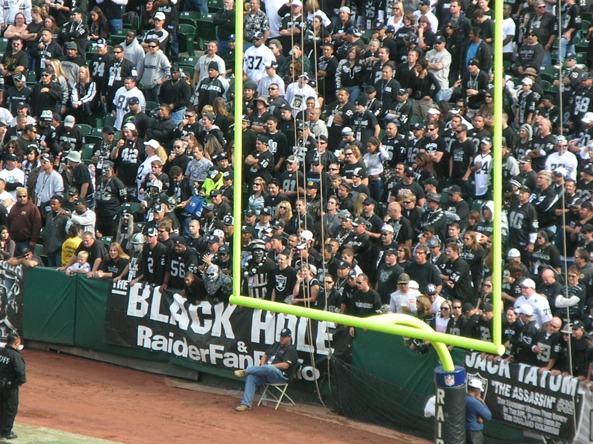 I would defeintely wear black if I was going to be in that section