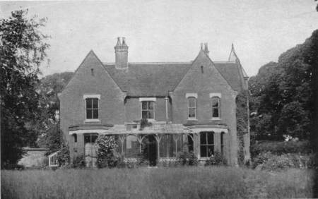 https://i2.wp.com/upload.wikimedia.org/wikipedia/commons/5/53/Borley_Rectory2.jpg