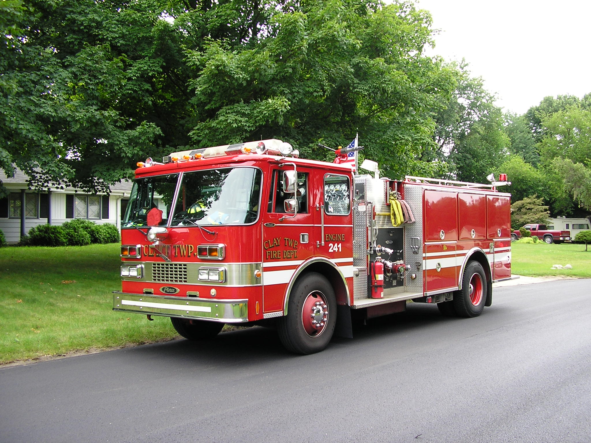 https://i2.wp.com/upload.wikimedia.org/wikipedia/commons/5/54/Fire_Engine_Clay_Twp.jpg