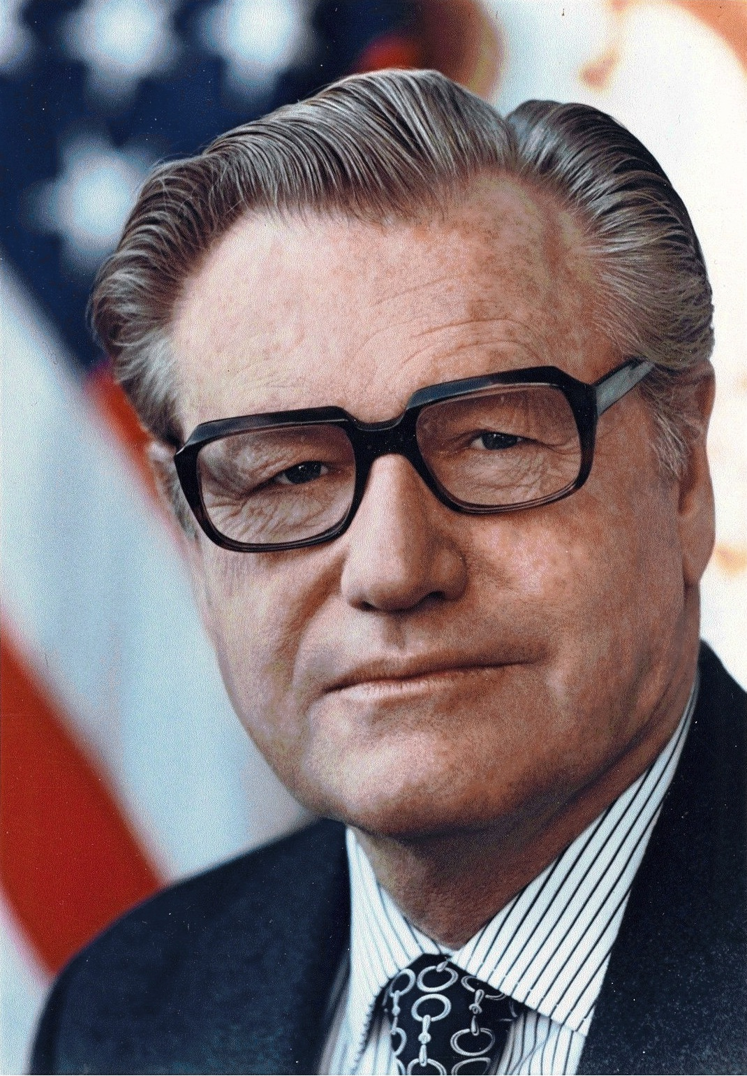 "//upload.wikimedia.org/wikipedia/commons/5/56/Nelson_Rockefeller.jpg"" cannot be displayed, because it contains errors."