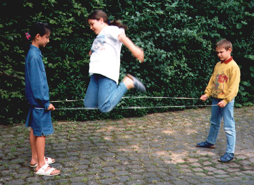 Aquellos felices años en los que jugar a la goma era el colmo de la diversión