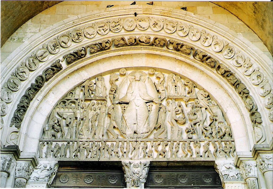 Pórtico de Catedral de Autun