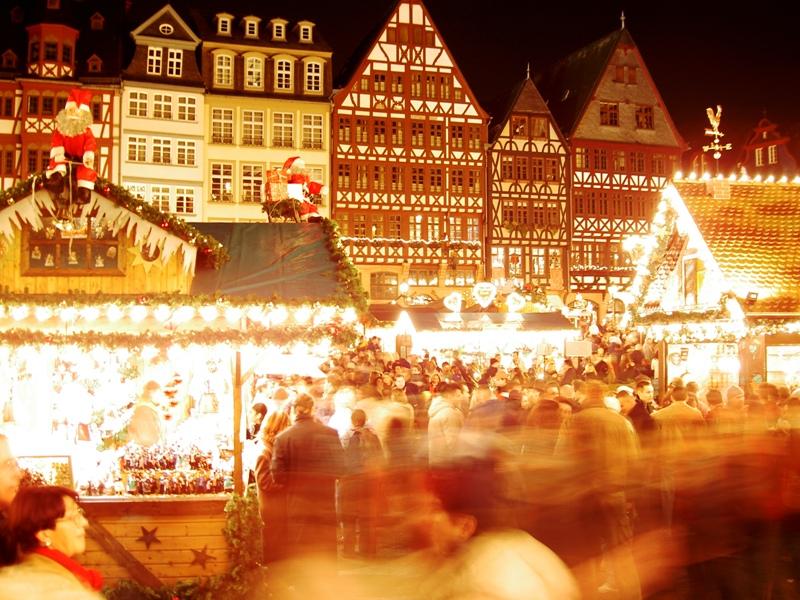Source: http://commons.wikimedia.org/wiki/File:Frankfurt_Roemer_Weihnachtsmarkt_2004-11-28.JPG