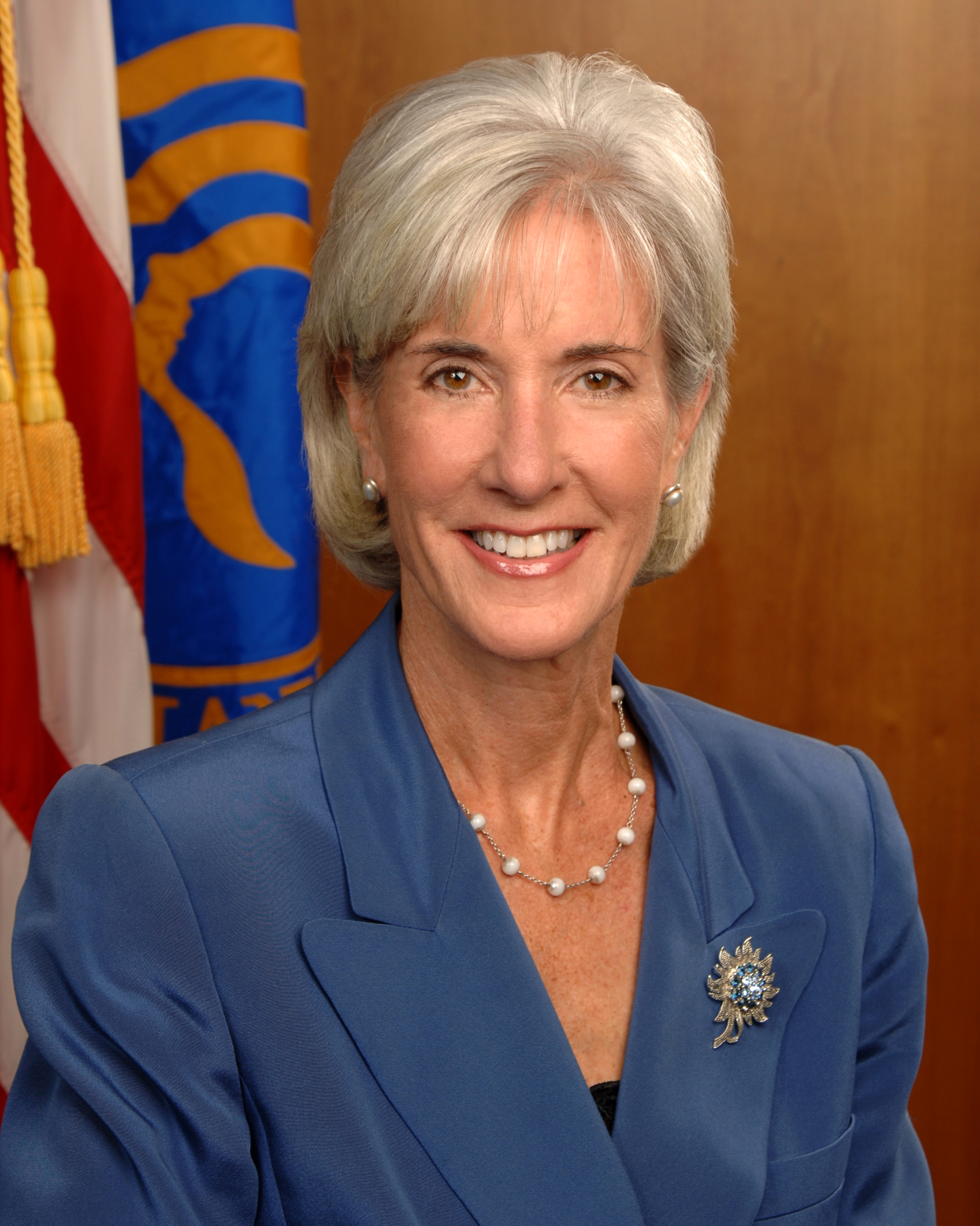 https://i2.wp.com/upload.wikimedia.org/wikipedia/commons/5/5c/Kathleen_Sebelius_official_portrait.jpg