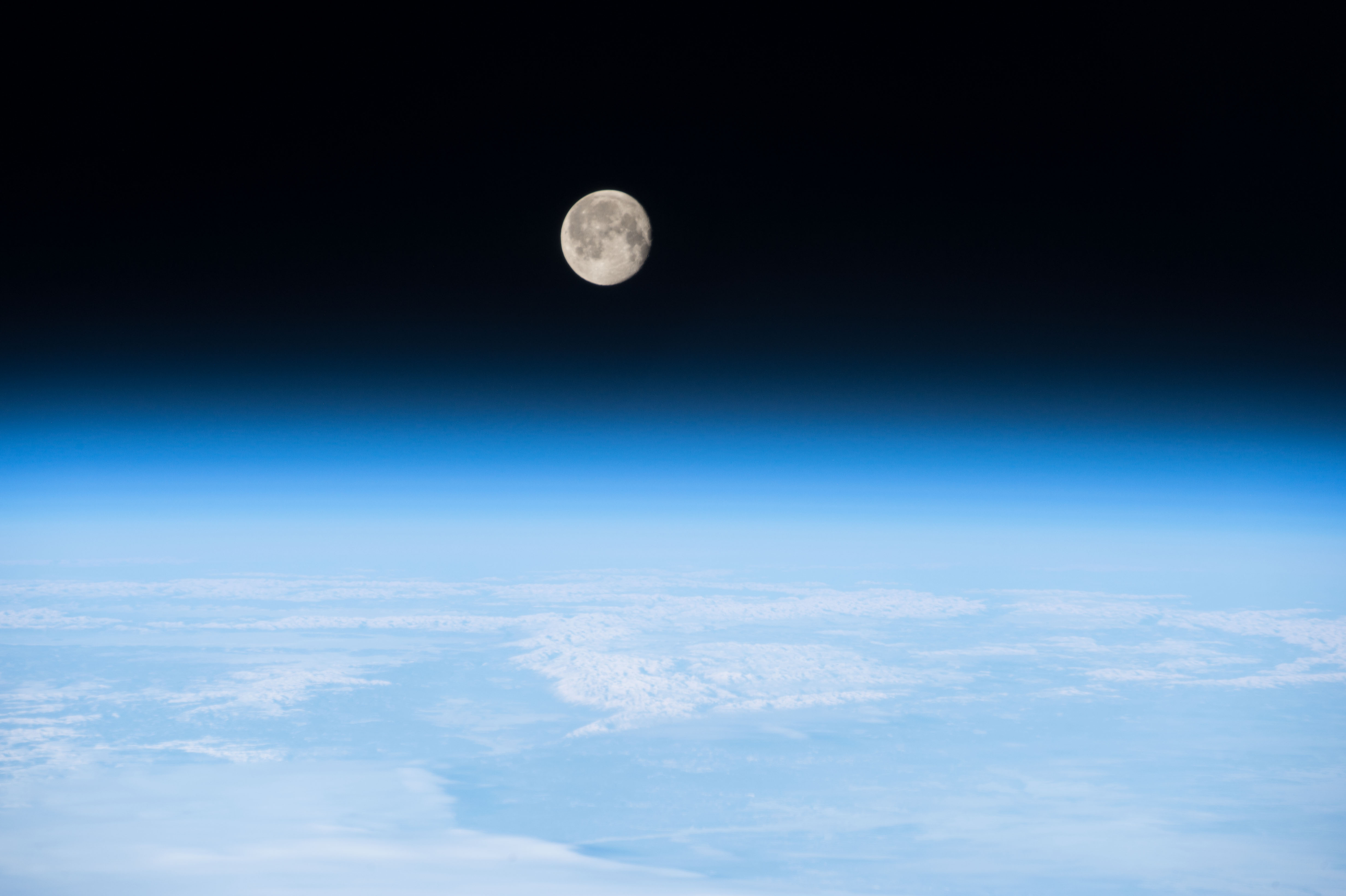 Iss 42 Moon On The Earth S Atmosphere