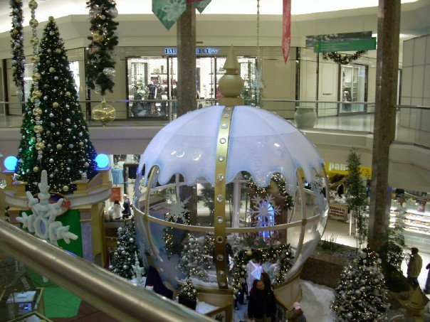 Snowglobe Display by User:Clamster5