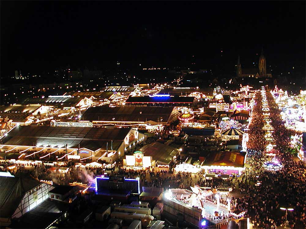 https://i2.wp.com/upload.wikimedia.org/wikipedia/commons/6/63/Oktoberfest_at_night.jpg