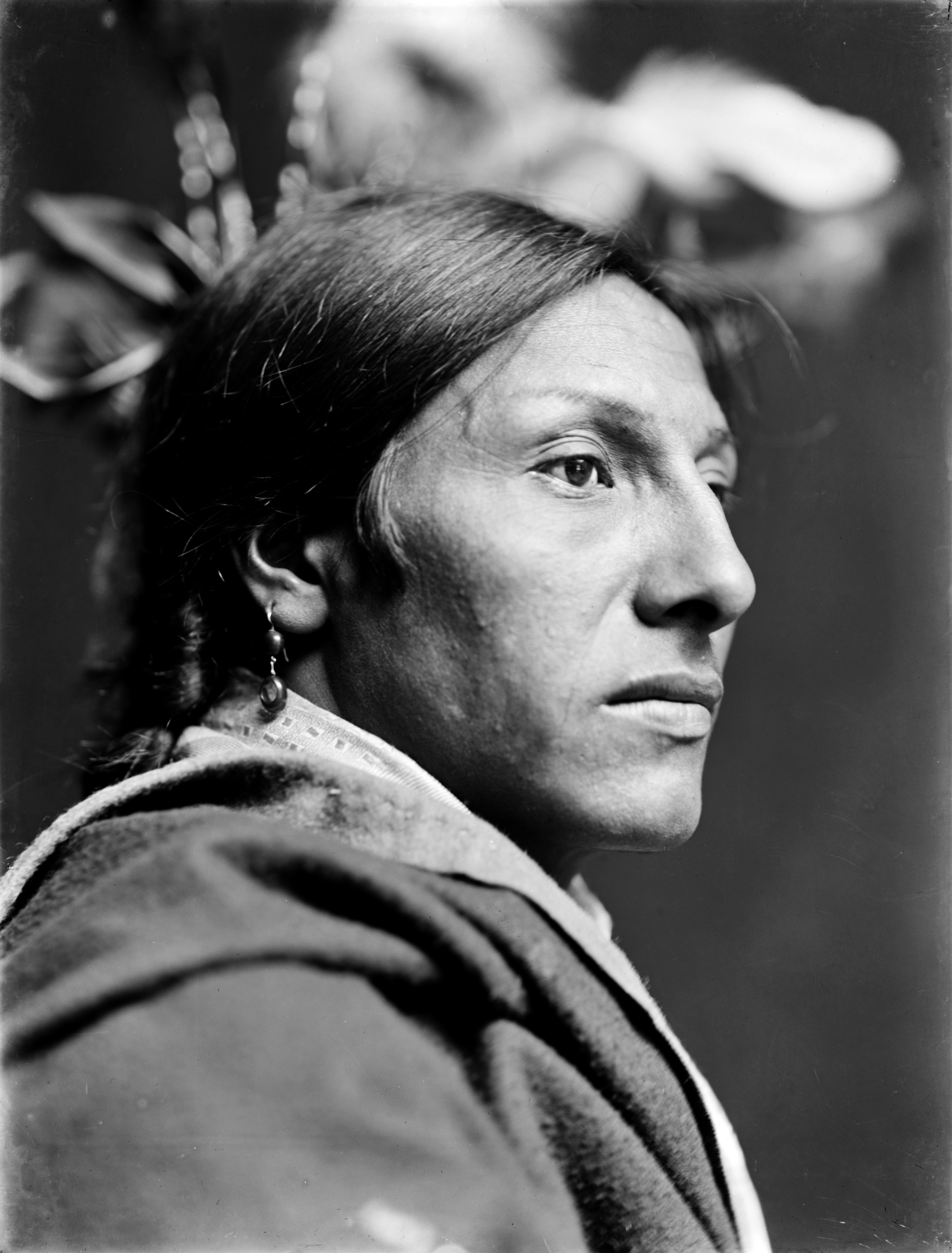 https://i2.wp.com/upload.wikimedia.org/wikipedia/commons/6/66/Amos_Two_Bulls,_Dakota_Sioux,_by_Gertrude_K%C3%A4sebier,_ca._1900_(3).jpg