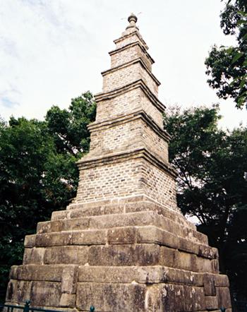 File:Brick pagoda silleuk.jpg
