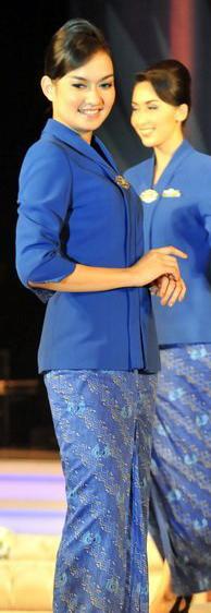 Garuda Indonesia flight attendant uniform in k...