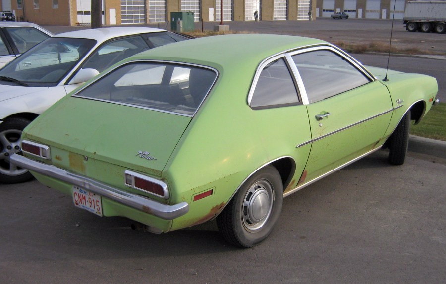 1974 ford cars » Ford Pinto   Wikipedia 1971 1972 Ford Pinto sedan  showing view of trunklid