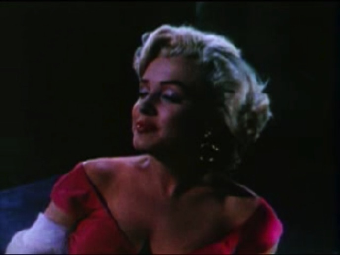 File:Monroe sings from the trailer of Niagra.jpg