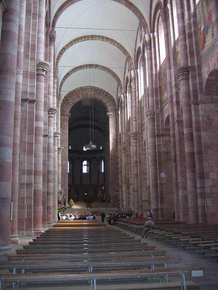 wnętrze katedry w Spirze