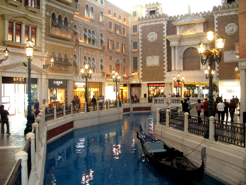 File:The Venetian Macao SanLucaCanal.jpg