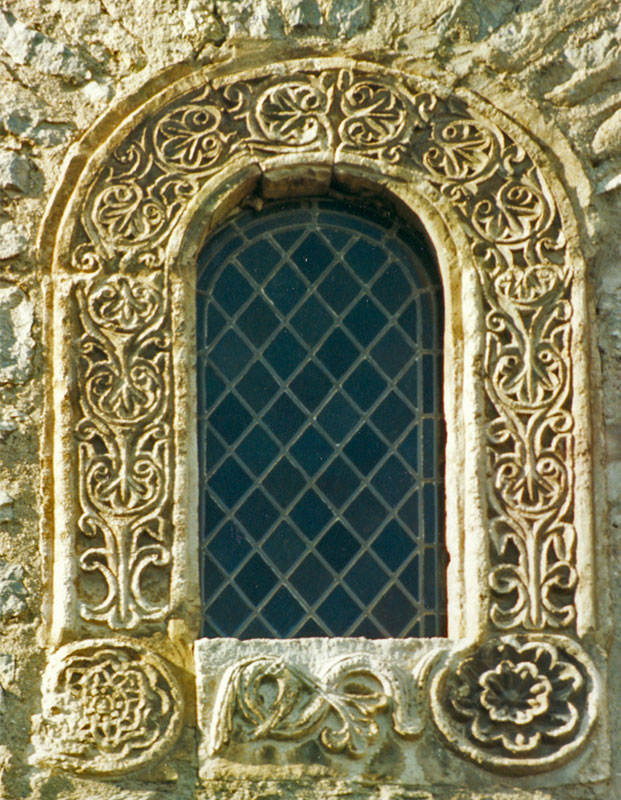 http://en.wikipedia.org/wiki/File:Arles-abadia-3.jpg