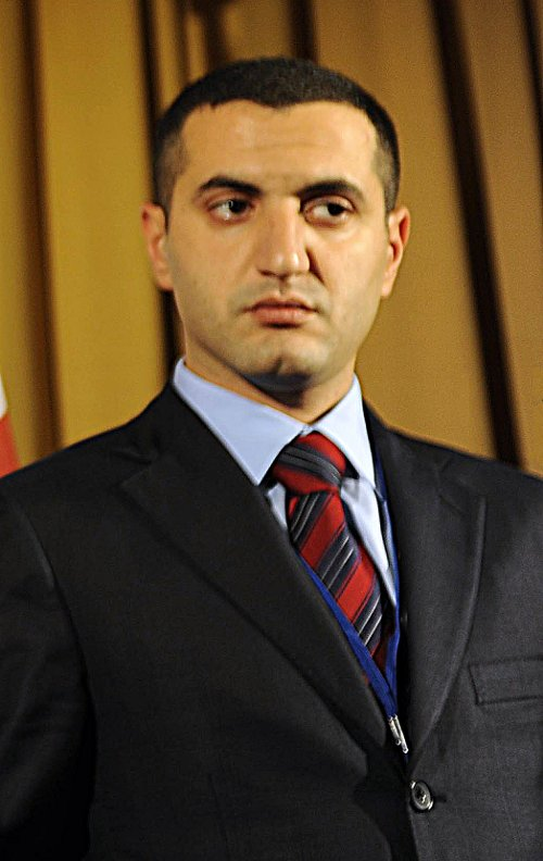 https://i2.wp.com/upload.wikimedia.org/wikipedia/commons/6/6a/Davit_Kezerashvili.jpg