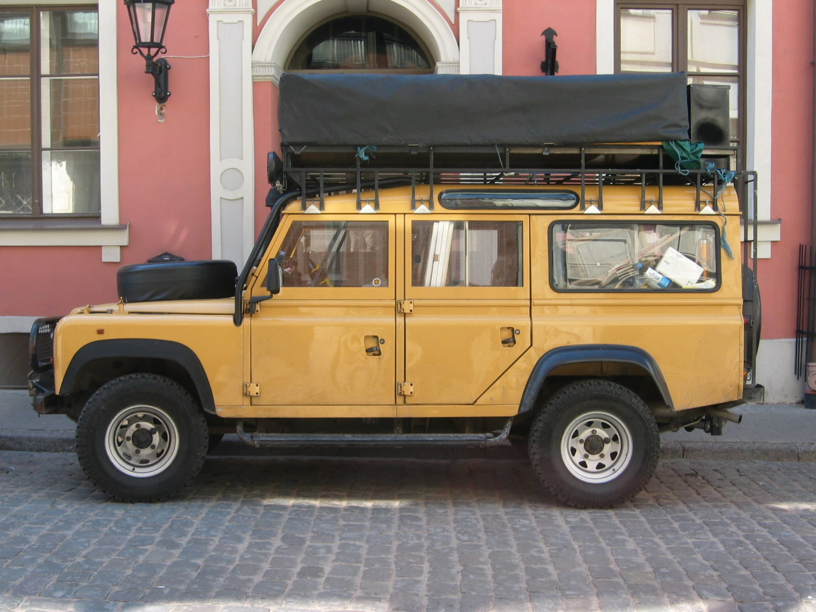 File Land Rover Defender 110 side Wikimedia mons