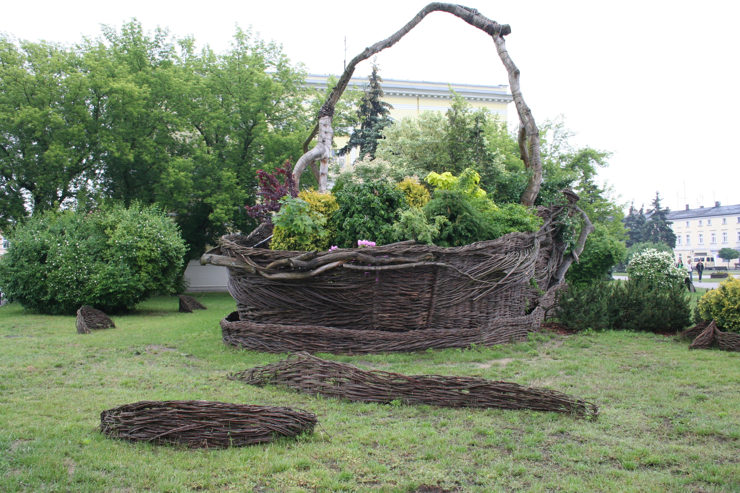 English: The worlds biggest wicker basket