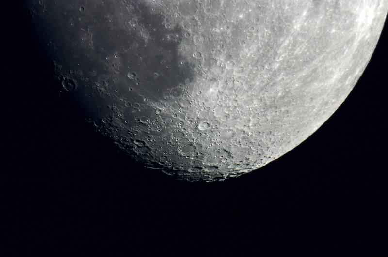Al centro della foto il cratere Tycho con la sua straordinaria raggiera