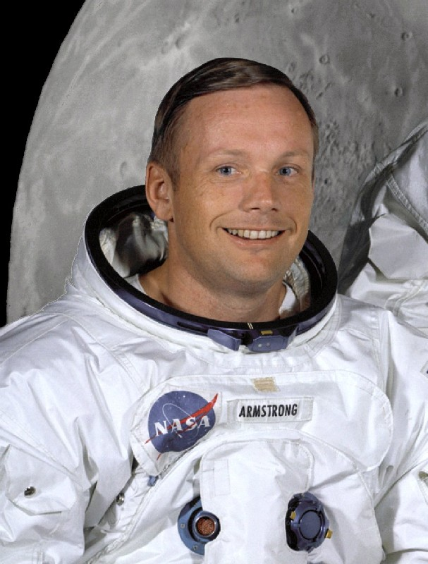 https://i2.wp.com/upload.wikimedia.org/wikipedia/commons/7/72/Neil_Armstrong_in_suit.jpg
