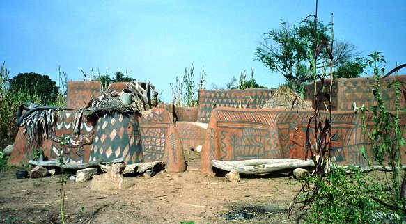 File:Bolgatanga painted village.jpg