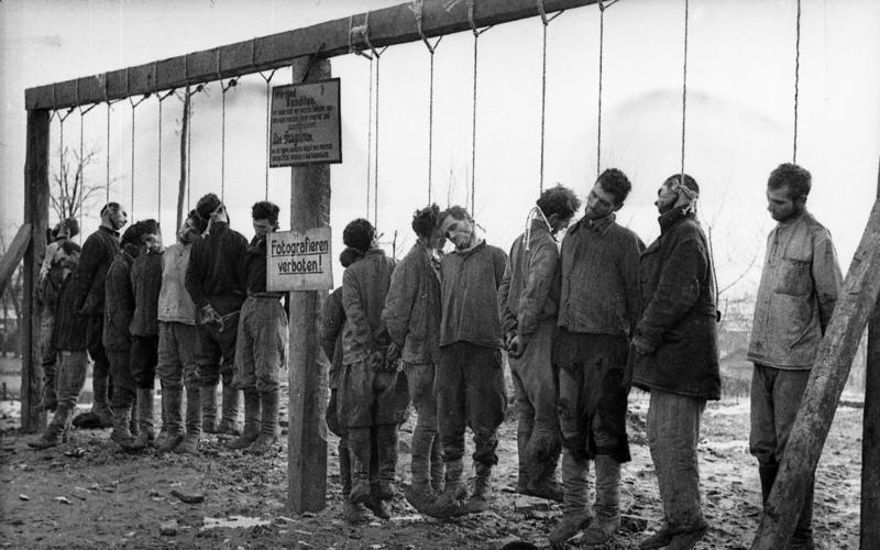 File:Bundesarchiv Bild 101I-031-2436-05A, Russland, Hinrichtung von Partisanen.jpg
