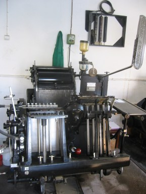 Color photo of Heidelberger Platen press.