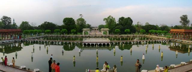 File:Shalamar-garden-01.JPG - Wikimedia Commons