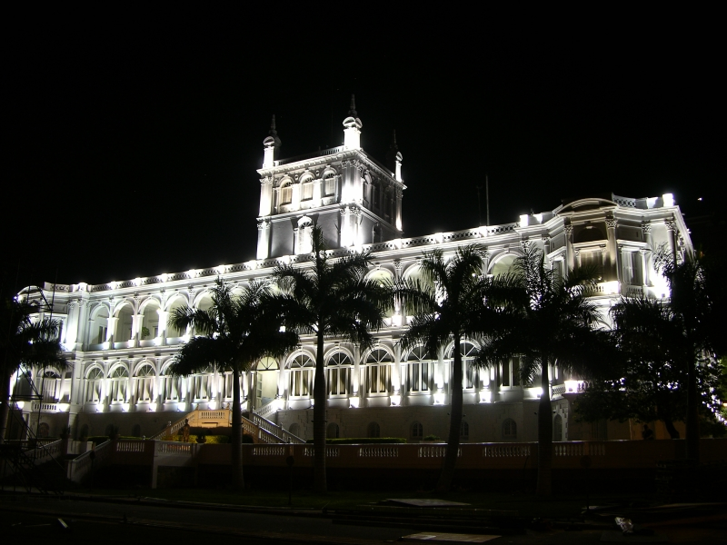https://i2.wp.com/upload.wikimedia.org/wikipedia/commons/7/77/Palacio_de_L%C3%B3pez_nocturno.jpg