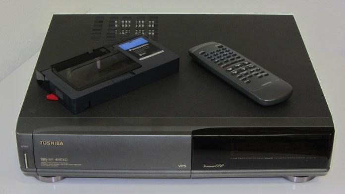 https://i2.wp.com/upload.wikimedia.org/wikipedia/commons/7/77/Toshiba_VHS_V-711G.jpg?resize=696%2C391&ssl=1
