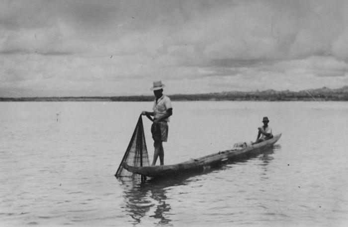 Berkas:COLLECTIE TROPENMUSEUM Vissers op het meer Senkang Zuid-Celebes TMnr 10013476.jpg
