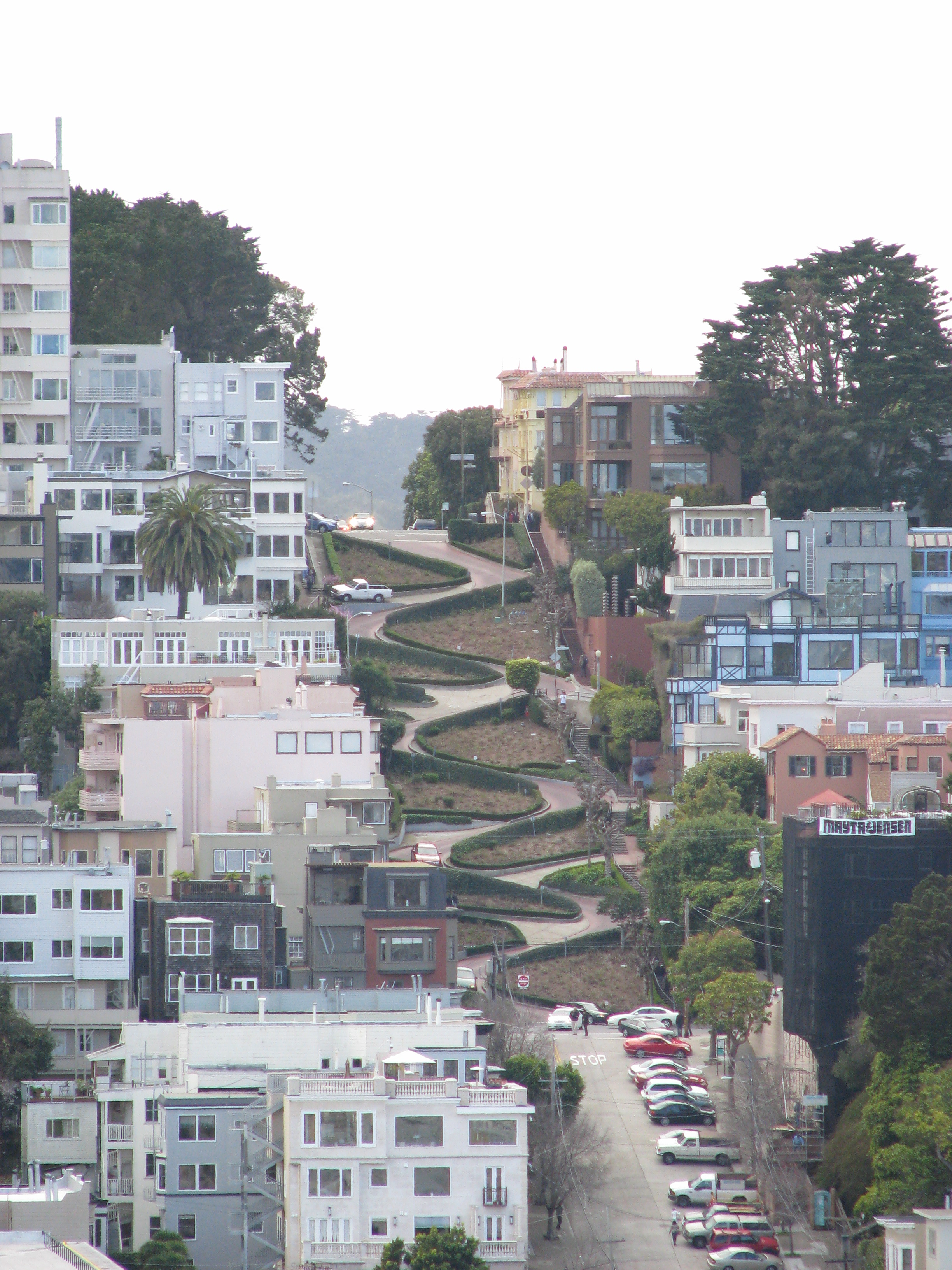 Fietsbel/Wikimedia Commons: Lombard Street as viewed from Telegraph Hill (Coit Tower).