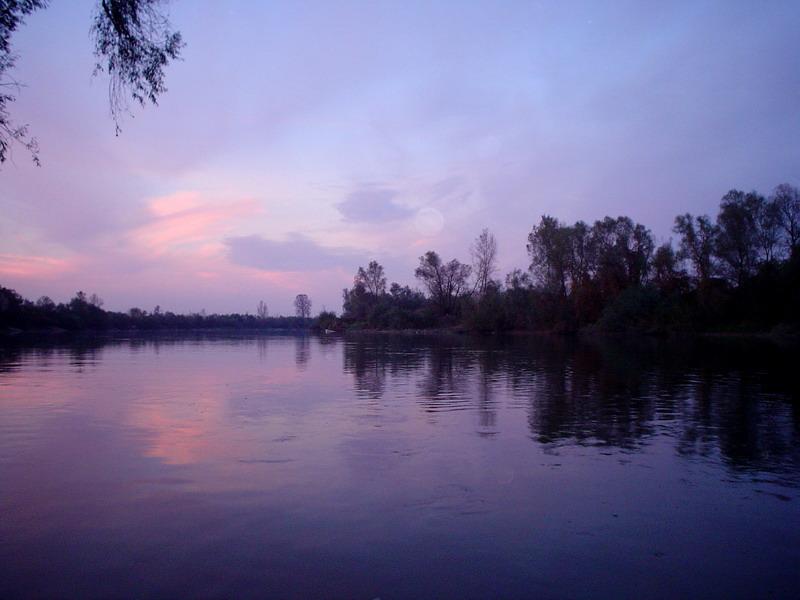 https://i2.wp.com/upload.wikimedia.org/wikipedia/commons/7/78/Morava_river2.jpg