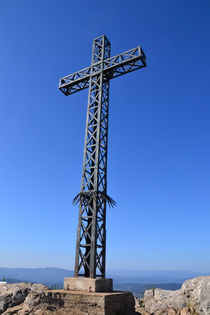 Fichier:Croix pic St Loup.jpg — Wikipédia